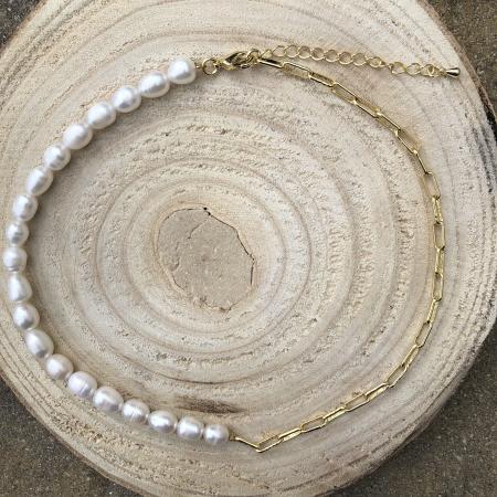 Moderný perlový náhrdelník z pravých riečnych perál