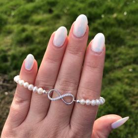 Perlový náramok z pravých riečnych perál s príveskom v tvare nekonečno