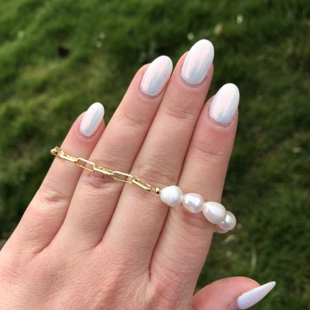 Moderný perlový náramok z pravých riečnych perál