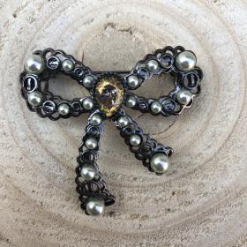 Brošňa romantická mašľa s perlami