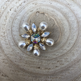 Brošňa moderný kvietok s riečnymi perlami