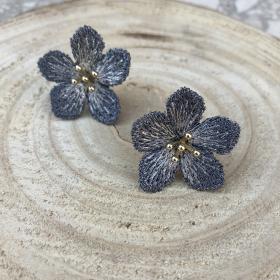 Náušnice Kvetiny šedo modrej farby