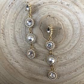 Náušnice Jenneth s bielymi perlami