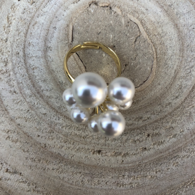 Prsteň zlatý s bielymi perlami