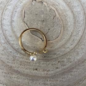 Prsteň zlatý s bielou perlou