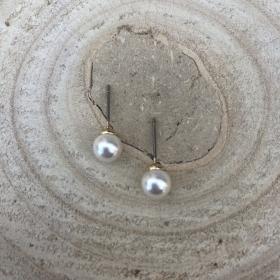 Náušnice napichovacie  biele perly