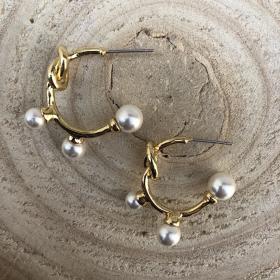 Náušnice polkruhy s bielymi perlami 1