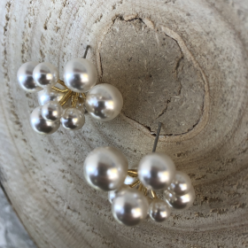 Náušnice napichovacie s bielymi perlami