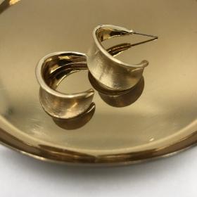 Náušnice matné zlaté polkruhy
