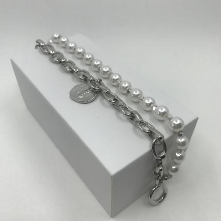 Náramok dvojradový biely perlový so strieborným príveskom