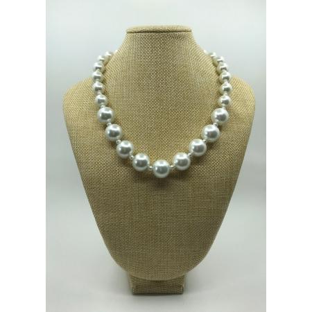 Náhrdelník biely sklenený perlový