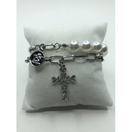 Náramok dvojradový biely perlový zdobený s visiacim krížikom s krištáľmi
