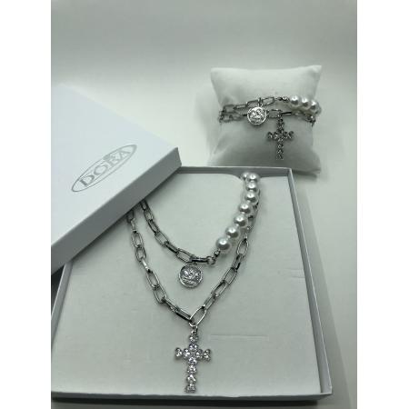 Súprava biela perlová zdobená s visiacim krížikom s krištáľmi