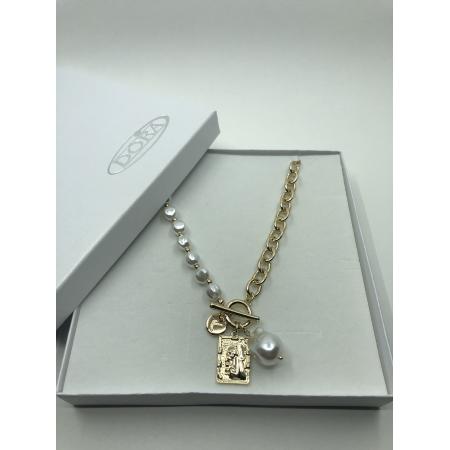 Náhrdelník biely perlový so zlatým príveskom